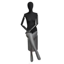 Maniquí de mujer sentada fibra vídrio y tela gris mate