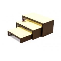 Conjunto de 3 mesitas expositoras en polipiel en vainilla y chocolate