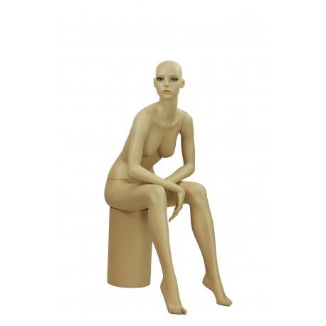 Maniquí de mujer realista sentada color carne