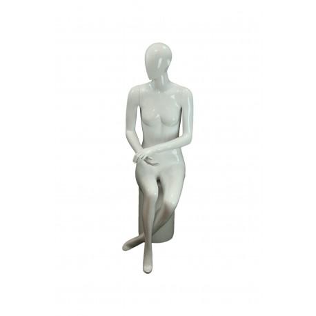 Maniquí de mujer sentada blanco brillo cara abstracta